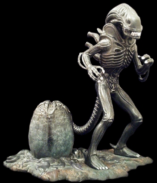 Alien with egg scale model
