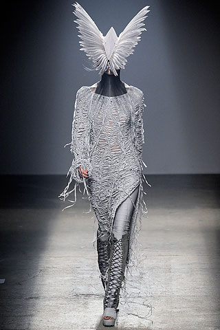 Gareth Pugh alien headress